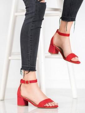 Klasické sandálky na nízkom podpätku