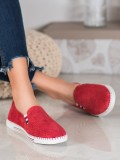 Červené kožené tenisky