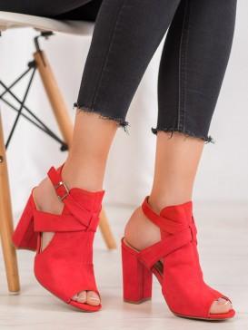 Štýlové sandále na stĺpci