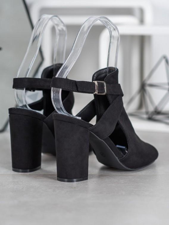 Štýlové sandálky na stĺpci