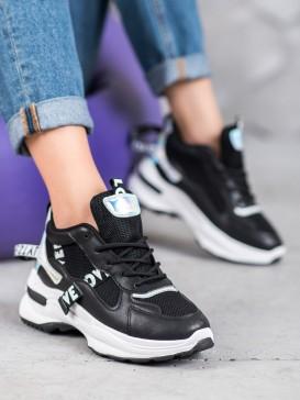 Módne sneakersy s nápisom