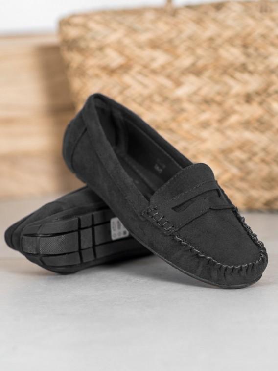 Klasické čierne mokasíny