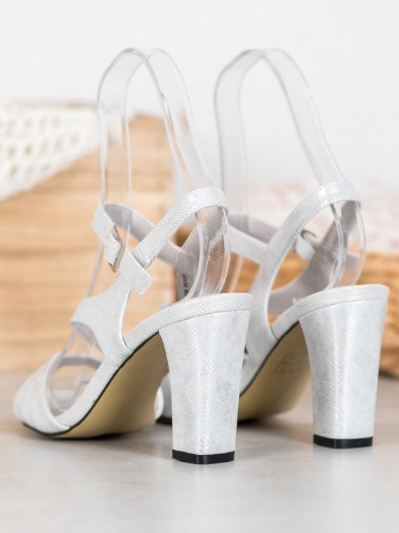 Štýlové sandálky z brokávom