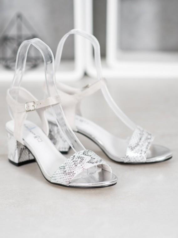Pohodlné sandálky na nízkom stĺpci