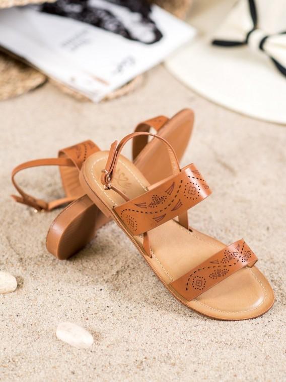 Sandále s dierkovaným vzorom