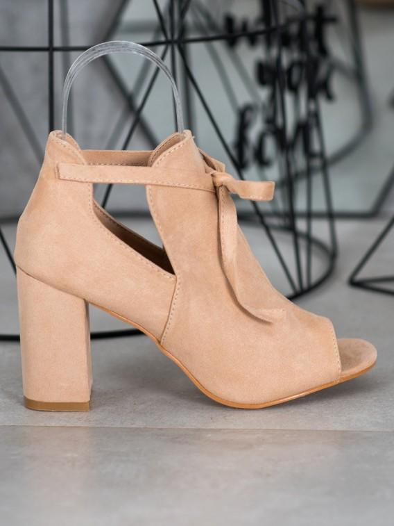 Viazaná členková obuv s otvorenou špičkou