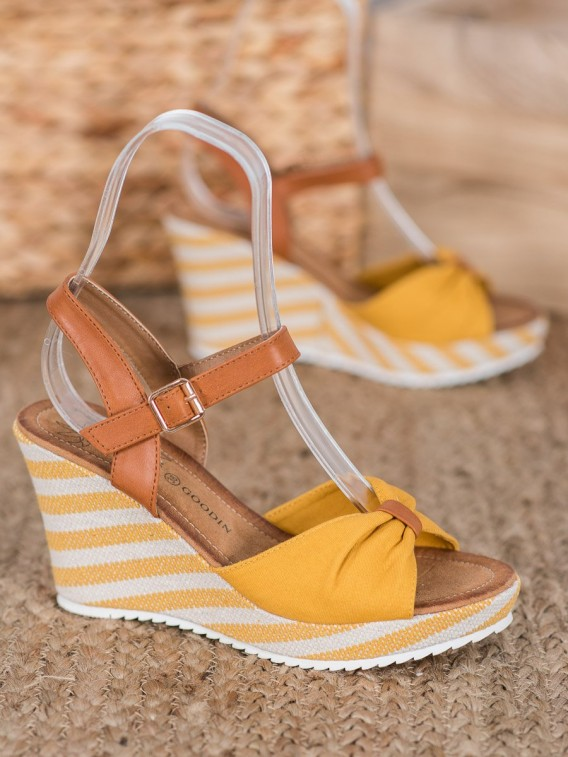 Žlté sandálky na kline