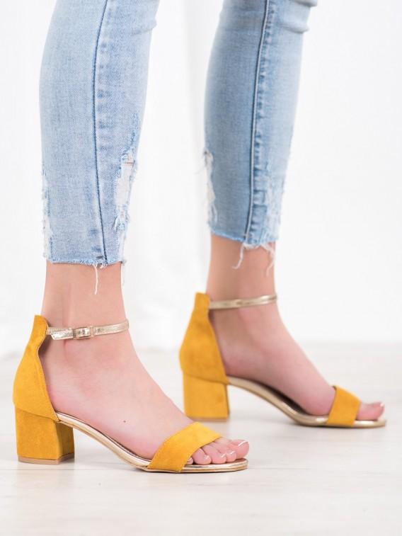 Sandálky so zlatým pásom