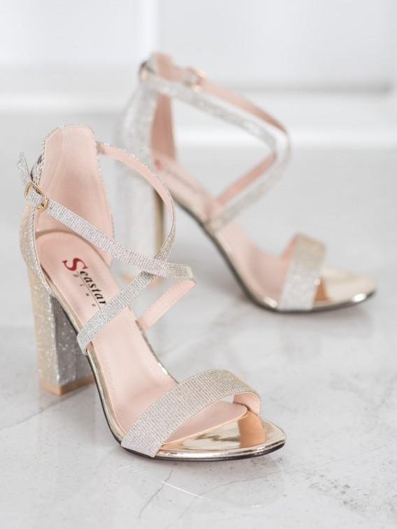 Lesklé sandále
