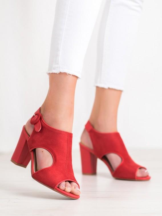 Otvorené semišové sandále