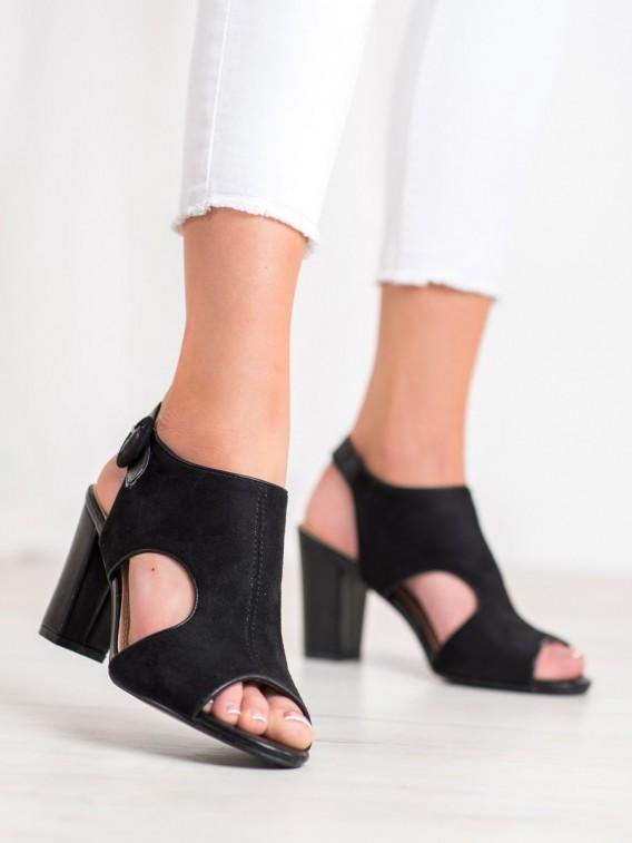 Otvorené semišové sandálky