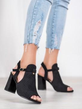 Dierkované sandále s hviezdami