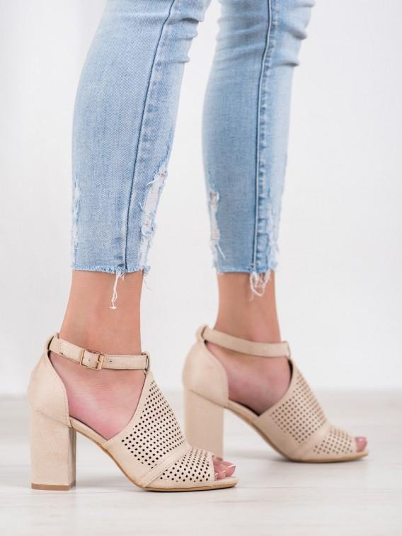 Elegantné dierkované sandále