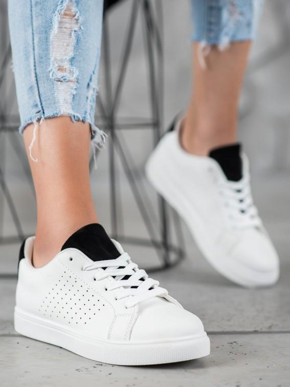 Biela obuv so semišovým jazykom