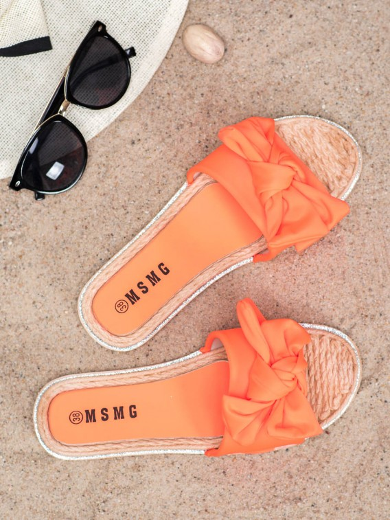 Štýlové oranžové šľapky