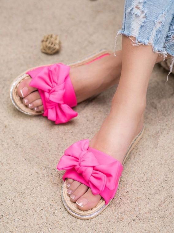 Štýlové ružové šľapky