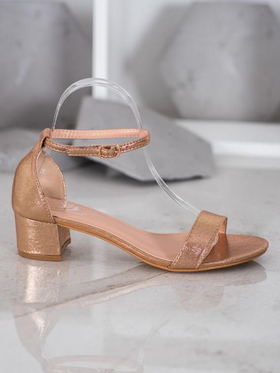 Lesklé sandálky z eko kože