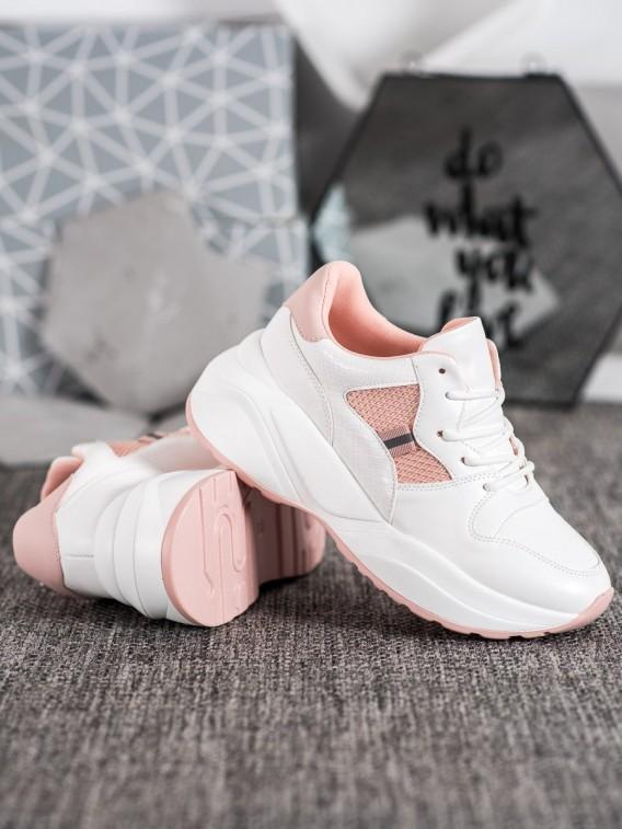 Ľahké biele sneakersy