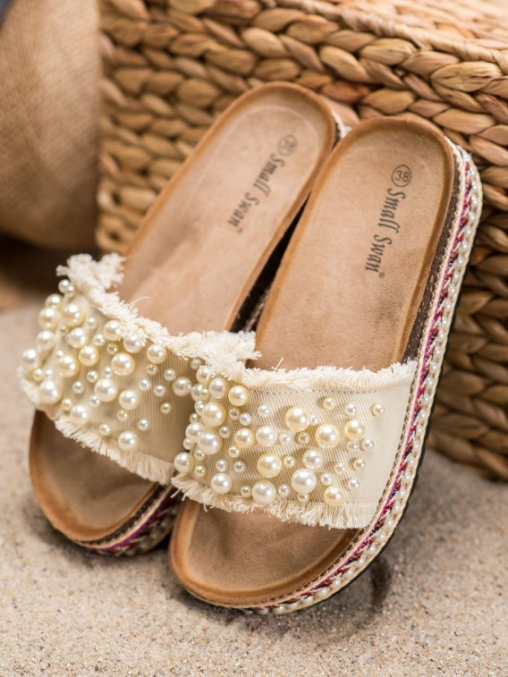 Šľapky na platforme s perličkami