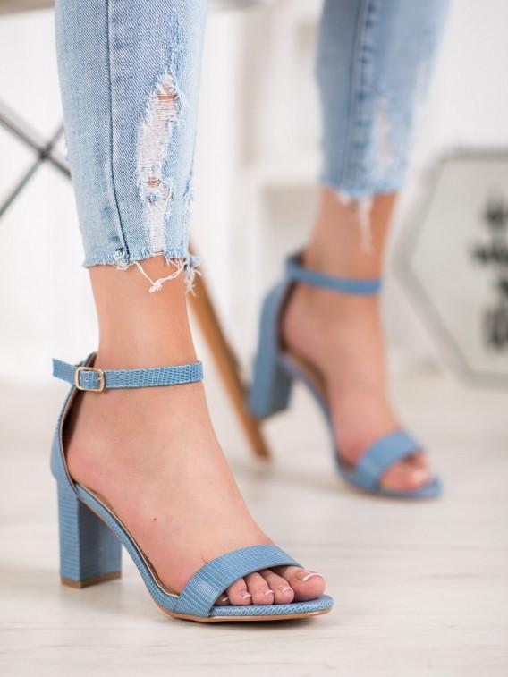 Štýlové sandálky na podpätku