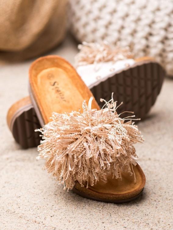 Béžové šľapky so strapcami