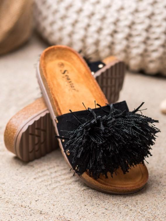Čierne šľapky so strapcami