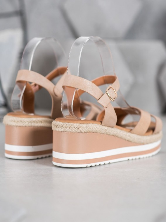 Béžové sandálky na kline z eko kože