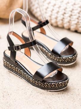 Čierne sandálky s ozdobou platformou