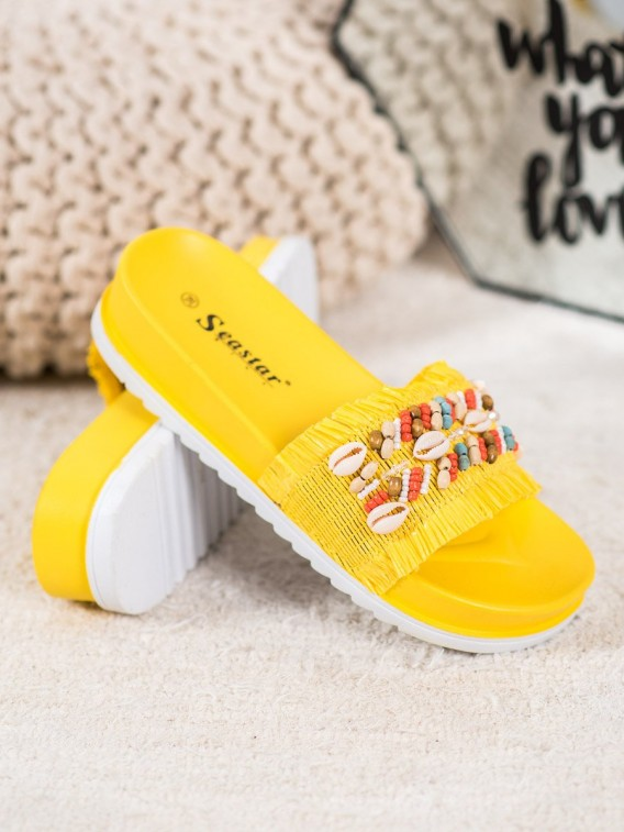 Žlté šľapky s mušľami