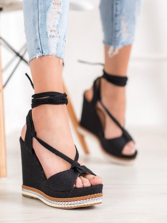 Vysoké viazané sandálky na kline