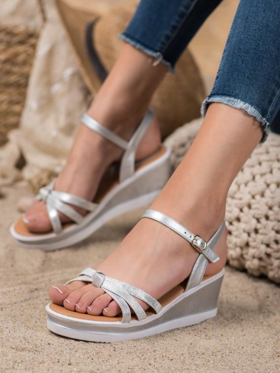Štýlové sandálky na kline z eko kože