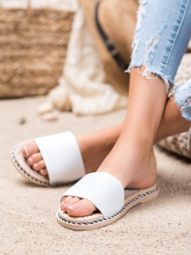 Textilné biele šľapky