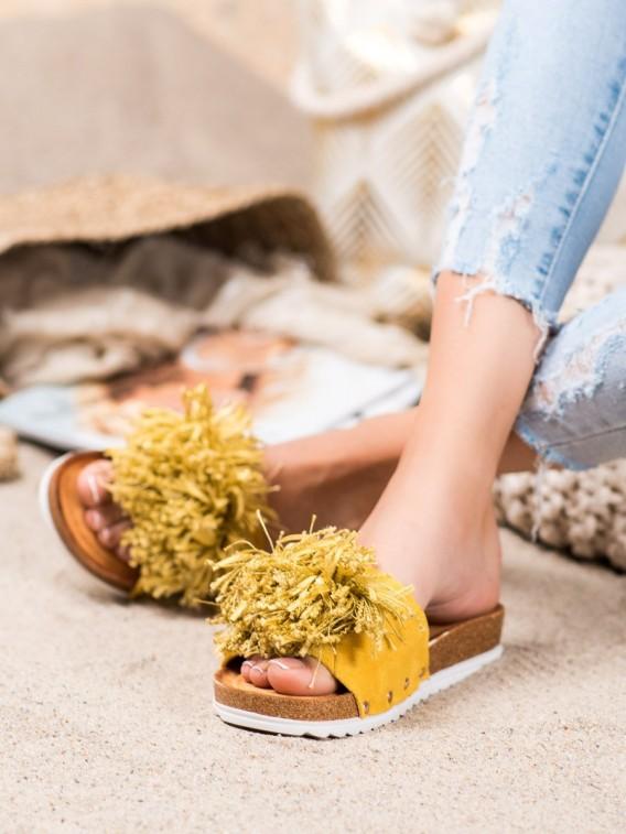 Štýlové žlté šľapky