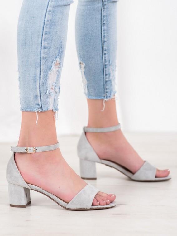 Pohodlné sandále na podpätku