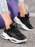 Pohodlné čierne sneakersy