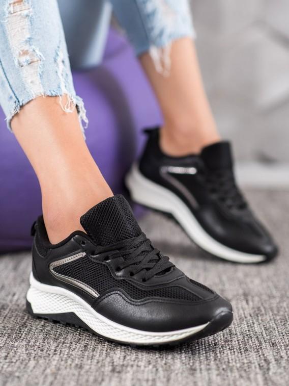 Klasické čierne sneakersy