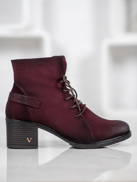 Šnurovacie členkové topánky na stĺpci Vinceza