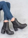 Nazúvacie členkové topánky na platforme