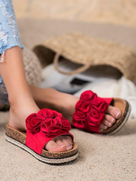 Pohodlné šľapky s kvetinami