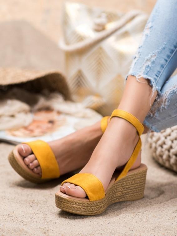 Ľahké sandále na kline