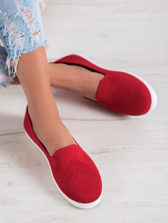 Červené dierkované tenisky