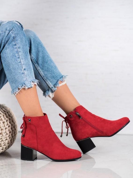 Červené semišové topánky