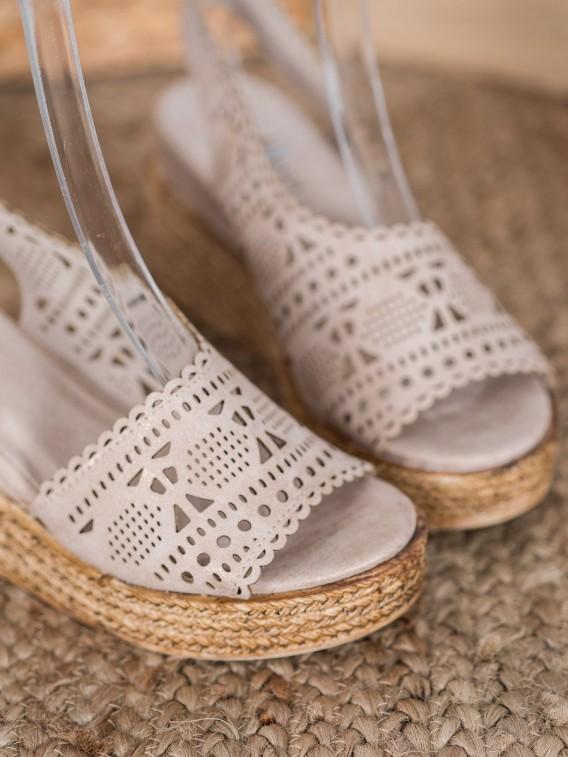 Dierkované sandálky na kline