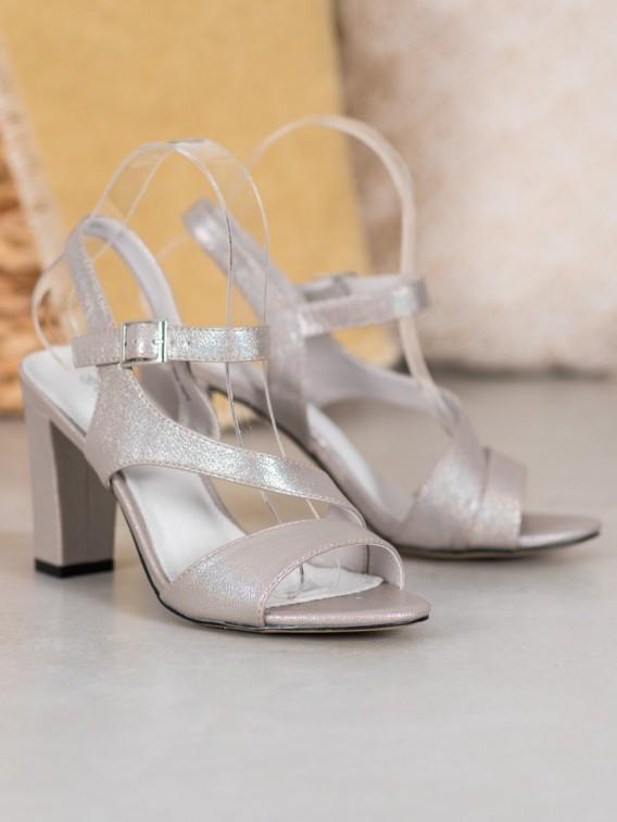Štýlové sandálky s brokátom