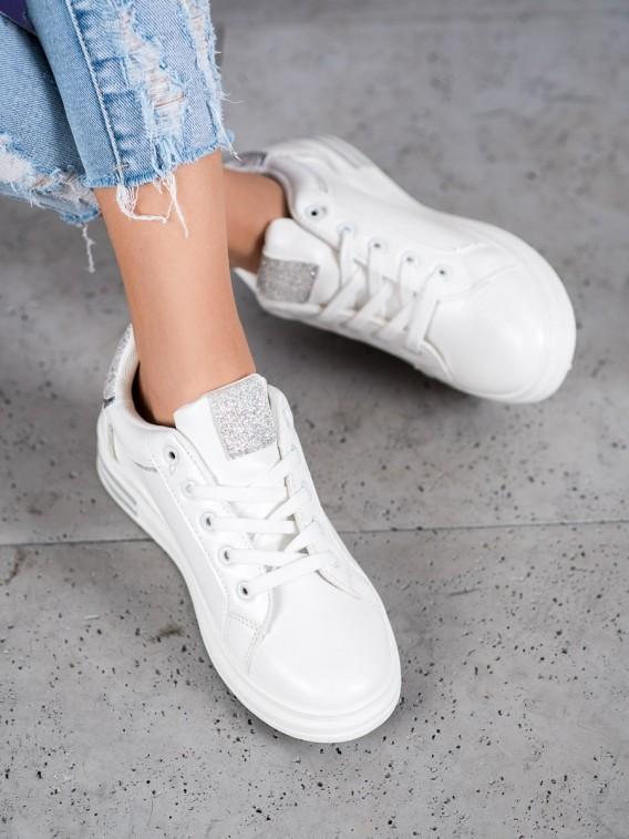 Biele športové topánky