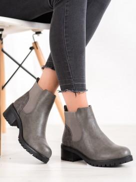 Nazúvacie topánky na stĺpci