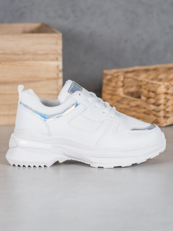 Biele sneakersy s holografickým efektom