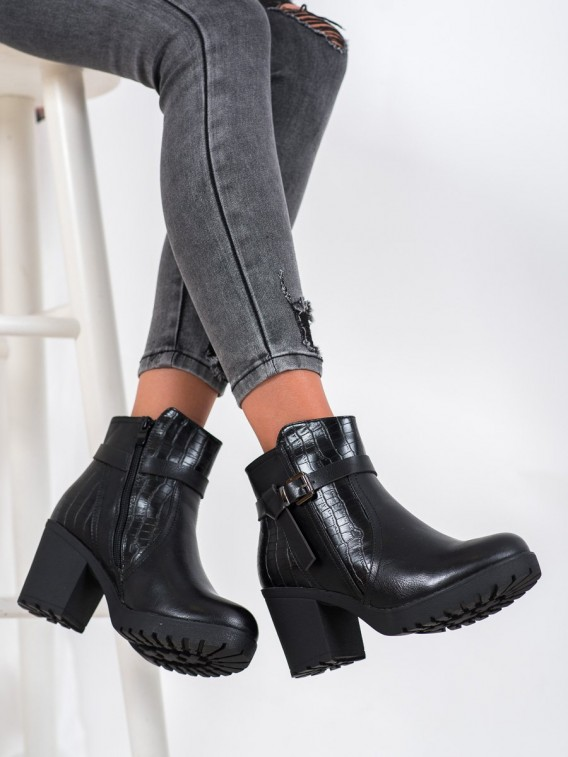 Pohodlné členkové topánky na platforme