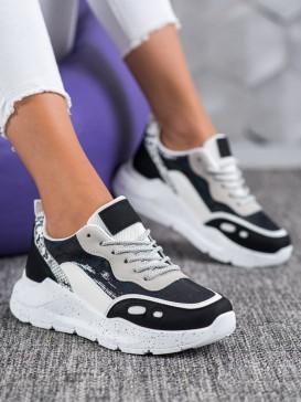Sneakersy s holo efektom