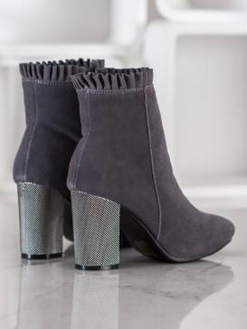Semišové členkové topánky s volánikmi